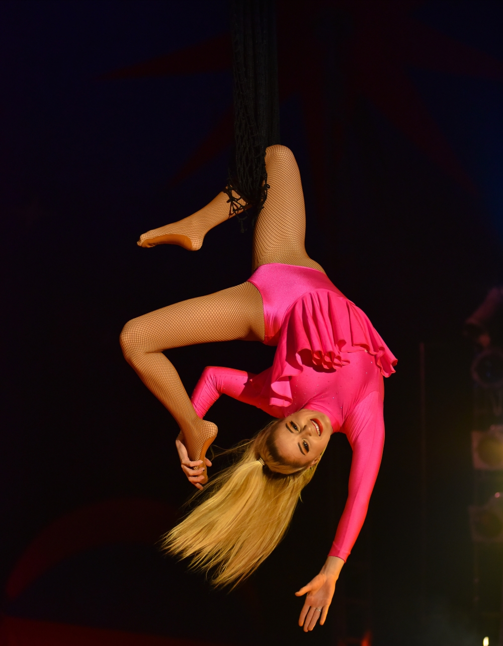 trapeze-girl-ellie-mae-at-santus-circus.jpg